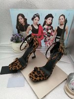 vestidos de noiva vermelhos exclusivos venda por atacado-Sandálias De Couro De Patente Preto Vermelho Gladiador Das Mulheres Exclusivas de Metal de Alta Sapatos De Salto Alto Sapatos de Marca Famosa Marca Tornozelo Sapatos de Casamento mh189605