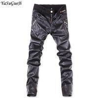 schwarze skinny jeans mode männer großhandel-YASUGUOJI Punk Style PU Leder Patchwork Röhrenjeans Männer Desinger Herren gestreiften distressed Jeans Mode schwarze Männer