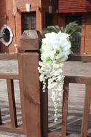 ingrosso fiore artificiale rosa rosa rosa-Giglio bianco cascata Bouquet da sposa Teardrop romantico lungo Birdal Bouquet per la sposa Rose fiori artificiali Bruidsboeket rosa caldo