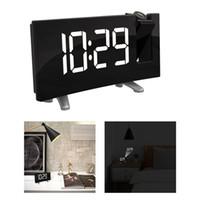 alarme de projecteur achat en gros de-Montre de table électronique Table de chevet avec projecteur Montre FM Radio-réveil avec projection de l'heure Horloge numérique
