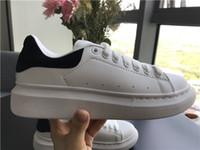 designer sneakers para meninas venda por atacado-Sapatos Casuais preto Lace Up Designer Conforto Bonita Menina Mulheres Sapatilhas Sapatos de Couro Casuais Homens Mulheres Sneakers Estabilidade Extremamente Durável