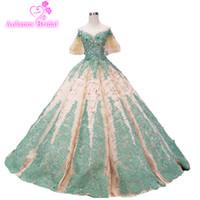 ingrosso pizzi d'oro verde smeraldo-2019 New Long Evening Dress Off Shoulder Glitter oro (cadenti) verde smeraldo di pizzo Appliqued Ball Gown Prom Dresses Abiti formali