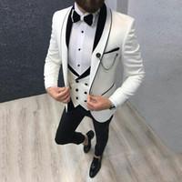 esmoquin para hombre marfil al por mayor-Últimos trajes de hombre de diseño para la boda Ivory Groom Tuxedo trajes de hombre 3 Pieza Abrigo Pantalones Chaleco Chal de mantel de solapa negro Terno masculino