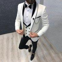 kat hazırlama toptan satış-Son Tasarım Erkekler Düğün için Fildişi Damat Smokin trajes de hombre Erkekler Suits 3 Adet Ceket Pantolon Yelek Siyah Şal yaka ...