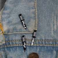 ingrosso spille di fiori in pelle-3 spille smalto nero scuro spille distintivi pugnale fiore gamba risvolto jeans giacche in pelle cappelli spilla accessori gioielli regali