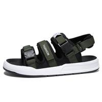 zapatos vietnamitas al por mayor-Nueva 2019 Open Toe Men Buckle Sandals Outdoor Vietnamese Beach Shoes Versión coreana informal de las zapatillas The Trend