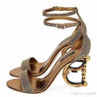 каблук 35 размер для женщин оптовых-Новые модные женские высокие каблуки Прозрачный материал Мягкий и удобный Высота каблука: 10,5 см, размер 35-42 Яркая кожа Неправильный каблук
