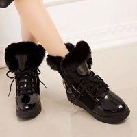 botas de neve de couro preto venda por atacado-Heel Faux Fur Mulheres Sapatinho Black Lace-Up patente couro Buckle Praça Plataforma Botas de neve sapatos tubo quente, com Plush Dentro