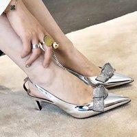 asta de remache al por mayor-Las mujeres sandalias de la astilla de las señoras del color del zapato femenino de Weding del partido de las sandalias del remache diseñador de lujo con el recorte de las sandalias al aire libre Vamp