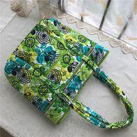 damen blumenmuster handtaschen großhandel-Eur Pastoral Style Floral Frauen Handtaschen VB Marke Umhängetaschen Vintage Blumen Muster Damen Seesack Fashion Weekenders Totes C72904