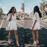 short white lace dress toptan satış-Yeni Arrval Beyaz Dantel Kısa Parti Elbise Modern Yarım Kollu V Boyun Bir Çizgi Kızlar Homecoming Kokteyl Törenlerinde Ucuz FS8203