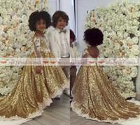 niña de las flores vestidos de oro blanco al por mayor-Princesa 2019 Lentejuelas doradas Vestidos de niñas de flores para bodas Apliques blancos formales Ilusión Mangas largas Vestido de desfile para niñas High Low Glitz
