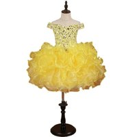 vestidos de concurso de la magdalena amarilla al por mayor-Impresionantes vestidos de desfile para niñas amarillas 2019 Toddle Cupcake Ruffles Crystal Bling Rhinestones Organza con hombros descubiertos Vestido de niñas de flores