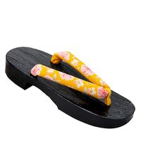 тапочки японские оптовых-Summer Female Slippers Japanese Shoes Women Wooden Geta Clogs Anime Cosplay Costumes Sauna Beach Wear Slippers Sandals