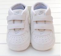 bebek kayağı ayakkabıları toptan satış-Yenidoğan Bebek Kız Erkek Yumuşak Sole Ayakkabı Toddler kaymaz Sneaker Ayakkabı Rahat Prewalker Bebek Klasik İlk Walker