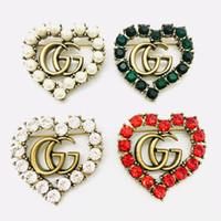 en iyi kristal broşlar toptan satış-Lüks Tasarımcı Pimleri Erkekler ve Kadınlar Için Broşlar En İyi Kalite G Mektup Bakır Inci Arkadaşlar için Parti Güzel Hediye için Broş Pins B247