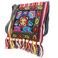 çince etnik nakış toptan satış-Hmong Vintage Çin Ulusal Stil Etnik Omuz Çantası Nakış Boho Hippi Püskül Bez Messenger