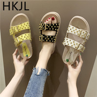 ingrosso scarpe colorate solide-HKJL 2019 donna estate vimini puntine con fibbie sughero pantofole caramelle colorate scarpe da spiaggia colorate tinta piatta infradito A681