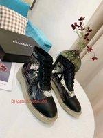 marka tuval dantel ayakkabıları toptan satış-Markalı Kadınlar Siyah Beyaz Eğik Tuval Dantel-up Sneaker Boots Gerçekten İki tonlu Kauçuk Sole Casual Ayakkabı yazdır