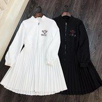 siyah beyaz yakalı elbise toptan satış-Milan Pist Elbise 2019 Beyaz / Siyah Standı Yaka Fermuar Uzun Kollu Mektup Logosu Nakış Pleats kadın Elbise 82902