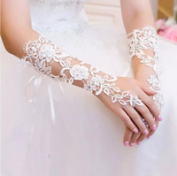 guantes largos de novia de marfil al por mayor-En stock Apliques de encaje Perlas Guantes de novia Marfil o blanco Largo Codo Largo Sin dedos Guantes de boda elegantes Cristales Accesorios de boda