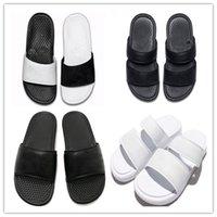 zapatillas benassi al por mayor-Benassi Diseñador de lujo de alta calidad Mujeres Hombres Verano Sandalias de goma Deslizamiento de la playa Moda Zapatos Zapatillas de interior al aire libre Tamaño EUR 36-45