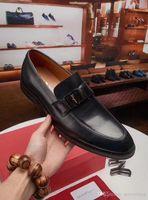 farbe hochzeit schuhe großhandel-Beste 2 Farbe Neue Designer Klassische Männer Luxus Schuhe Rot Herren Hochzeit Schuhe Büro Schuhe Grau Herren Größe 8-5 Mit Box