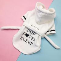 grandes serviettes de chien achat en gros de-Peignoir chien pyjama épaissie capuche chien pyjama super absorbant corail serviette pour animaux de compagnie en cachemire pour chiot chiens chats