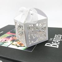 desenhos de caixas de bolo de casamento venda por atacado-Projeto da borboleta do favor do casamento Caixa de Doces Embalagem Caixa Laser Cut Caixas de presente do bolo Casa Decorações