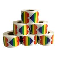fibra de flocado al por mayor-Pegatinas del orgullo gay Pegatinas en color del arco iris para mostrar la actitud hacia la etiqueta de la cara LGBT Etiqueta del corazón de la bandera del arco iris KKA7160
