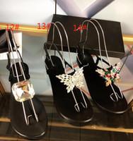 ouro lantejoulas apartamentos venda por atacado-Venda quente 2019 chinelos nova verão Flats G sandálias Desenhador de moda feminina estrelas selvagens lantejoulas de ouro e prata de uma linha de praia mulheres com caixa