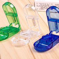boîte de stockage de pilule médicale achat en gros de-Pill Cutter Splitter Demi-Compartiment De Rangement Boîte à Médecine Porte-Tablette À Domicile Boîte De Rangement 3 couleurs LX5066