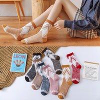 meias senhoras tripulação venda por atacado-Moda Cotton Socks Tripulação Meninas Senhora do inverno quente grossa japonesa Rhombus Piso sono Cashmere Velvet Socks Mulheres Mid Meias 8 estilos M891F