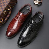 8fefd3e4c Novo 2018 Homens de Negócios Sapatos Formais Oxford Sapatos De Couro  Lace-Up Apontou Toe Estilo Britânico Marrom Preto
