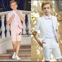 çocuklar için resmi giyim toptan satış-Özel Made Kısa Pembe Çocuk Resmi Giyim Erkek Çocuk Resmi Giyim Yüzük Taşıyıcı Kırmızı Beyaz yemeği partisi 2 adet Seti Ceket (Ceket + Kısa Pantolon + Bow)