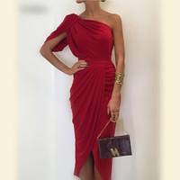 un vestido de hombro rojo al por mayor-Vestidos de madre de la novia de sirena rojo oscuro Vestido de fiesta de gasa con un hombro Vestido de fiesta barato alto bajo para mujer