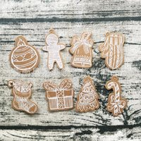 Wholesale christmas kraft gift tags resale online - Kraft Paper Multi Style Tags Gift Biscuit Bells Shape Hanging Tag Mini Message Card Party Christmas Supplies Per Pack lc E1