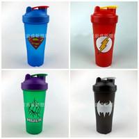 copo de plástico para shaker venda por atacado-600 ml Moda Os Vingadores Shaker Garrafa De Água 4 Cores Carta Prints Casa Copo De Plástico Copo Esportes de Alta Capacidade Nova Chegada 6sj E1