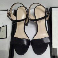 europäische damen sandalen großhandel-Heißer verkauf europäischen mode-stil klassischen sandalen dame sommer gold silber verschönert flügel high heel sandalen marke vergoldeten käfig sandalen