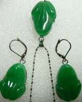 cuentas de rana al por mayor-Hermosa dama tallada verde jade púrpura Pendientes colgantes de rana natural abalorios