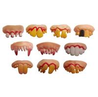 dentário assustador venda por atacado-Dia das bruxas Dente Vampiro Dente Zumbis Incisivos Engraçado Tricky Plástico Macio Dentes Assustador Brinquedos para Crianças Horror Adereços Disfarçados para o Dia Das Bruxas