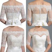 белая кружевная рубашка оптовых-Дешевые белые слоновой кости кружева свадебные куртки болеро с плеча с половиной рукава покрыты кнопки свадьба невесты обертывания плечами для свадебных платьев