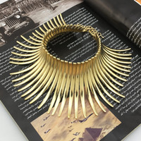 indische goldkragen halskette großhandel-Indian Bending Alloy Drehmomente Aussage Choker Halskette Frauen Übertrieben Bib Kragen Halskette Maxi Schmuck UKMOC