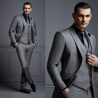 imágenes de traje de dos piezas al por mayor-Traje de hombre gris Traje de novio barato Trajes de hombre formal para los mejores hombres Slim Fit Novio Tuxedos para hombre (chaqueta + chaleco + pantalones)