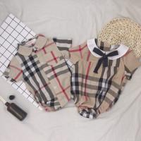 bebek kıyafeti kravat toptan satış-INS Bebek çocuk ekose romper bebek kız Yaylar kravat yaka kısa kollu tulumlar tasarımcı erkek bebek giysileri yenidoğan çocuklar pamuk bezi F7362