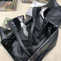 asta de remache al por mayor-primavera otoño nueva astilla camuflaje negro remache amantes zapatos deportivos cordones de moda zapatos casuales zapatos deportivos cómodos y transpirables