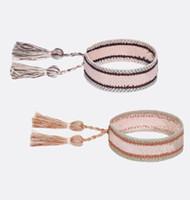 tejidos de encaje estilos al por mayor-Nuevo estilo 30 colores pulseras tejidas con cuerda de algodón carta firma brazalete bordado para mujeres pulseras con cordones de borla marca caliente