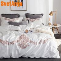 blanco bordado duvet rey al por mayor-Svetanya White juegos de cama bordados Queen King Size ropa de cama de algodón egipcio (hoja funda de almohada funda de edredón conjunto)