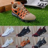 zapatos marrones estilo hombres al por mayor-2019 Nuevo estilo Cushion Running Shoes Hombre y mujer Marrón Blanco Negro Diseñador Zapatillas de deporte Zapatillas deportivas Tamaño 40-45