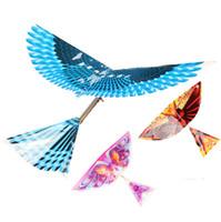 juegos de ensamblaje al por mayor-Flying Birds DIY Assemble Elastic Rubber Band Power Flying Kite Toy Fun Outdoor Game Bird Kites Toy Enviar Mini Kite al aire libre
